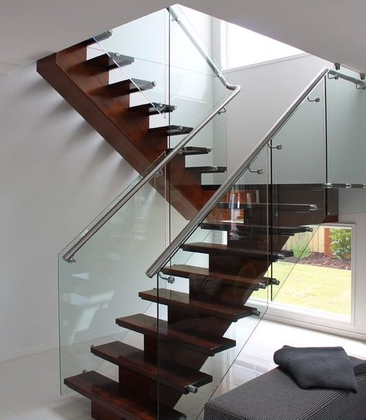 Mono Straight Stair with Solid Maple Treads SSR  e