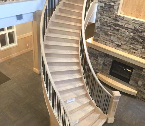 Maple Curved Stair with Metal Spindles SSR